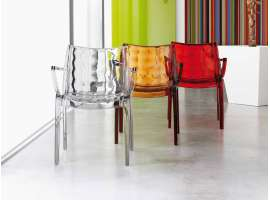 Extraordinaria polycarbonate chair