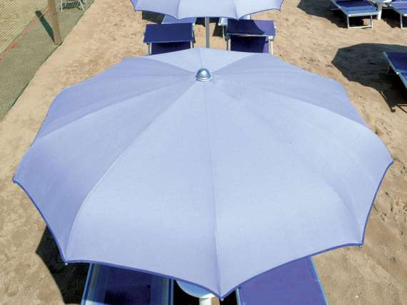 Sun umbrella with curved ribs