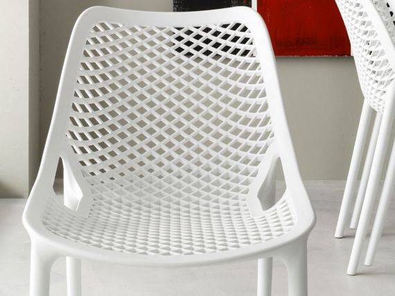 FLO plastic chair in polypropylene