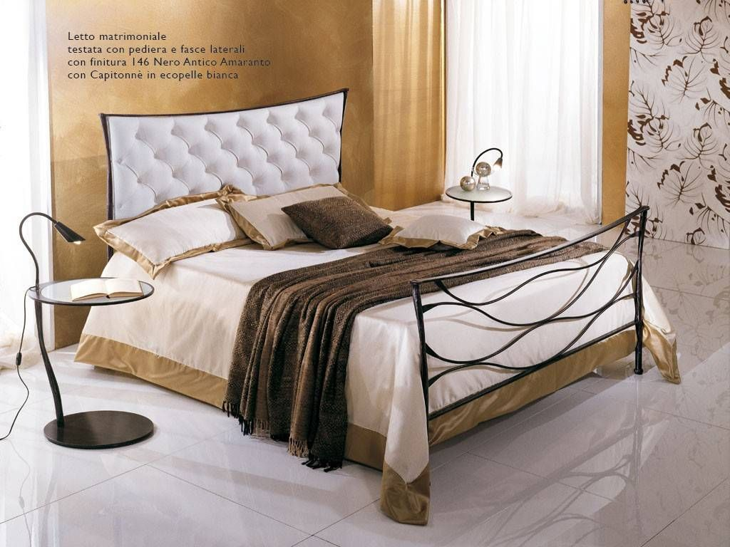 lit en fer forg gaudi 39 capitonne 39. Black Bedroom Furniture Sets. Home Design Ideas