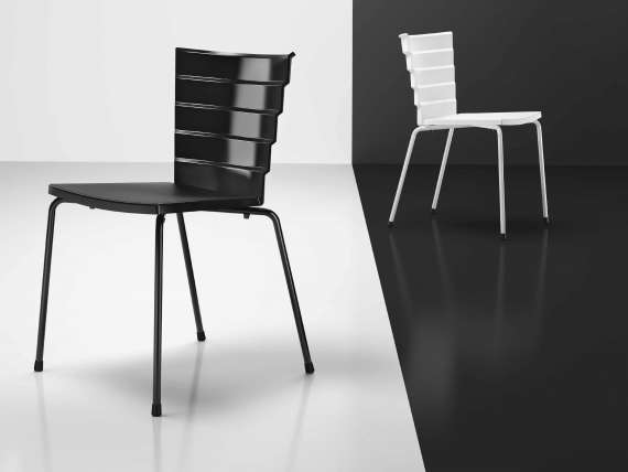 Uni 550 VR Chair in polypropylene with varnished legs