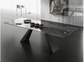 Extendible table in glass with legs in metal Nearly