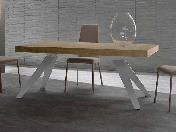 Remedy extending table in wood