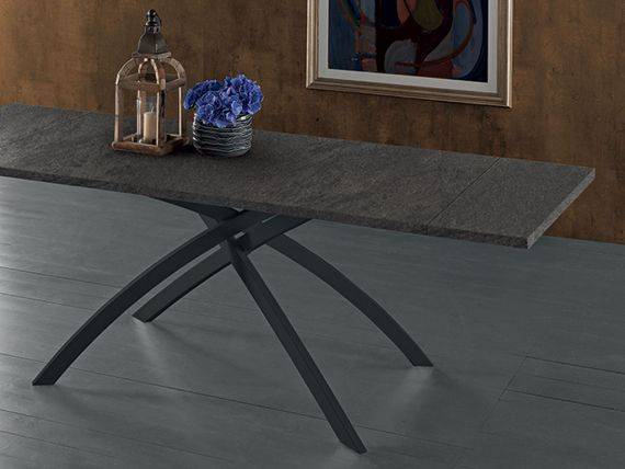 Extendible table in laminate Twist
