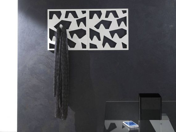 Pic wall coat rack