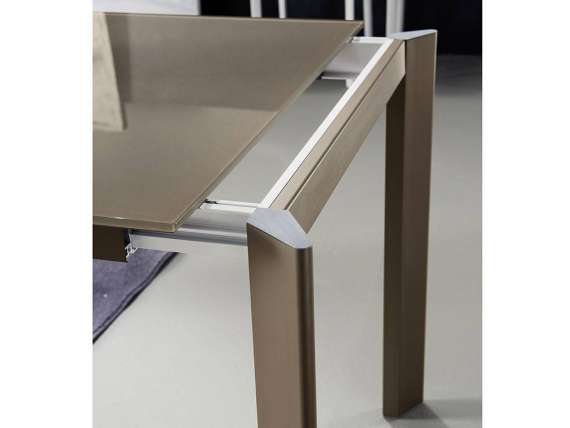Briefing glass 140 extending table